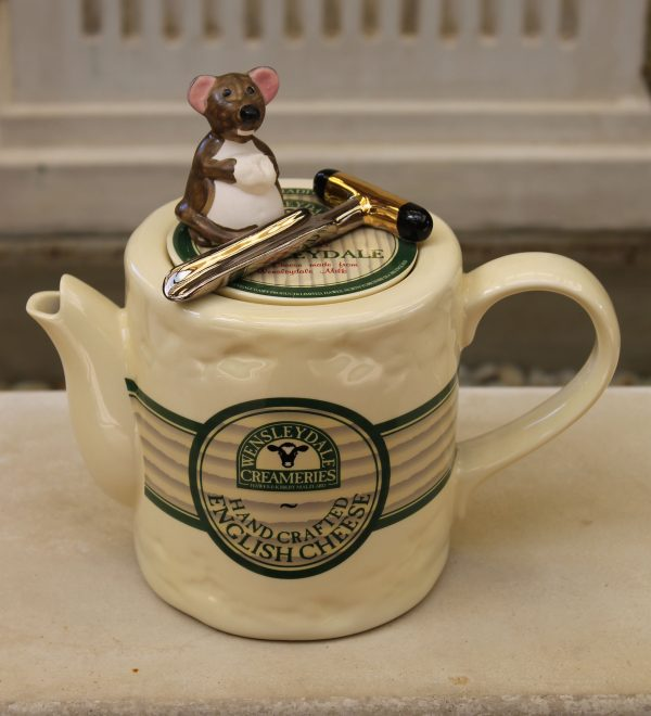Teapottery Wensleydale Cheese Teapot - Six Cup