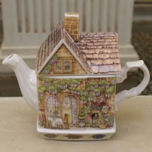 Sadler Wysteria Lodge Teapot