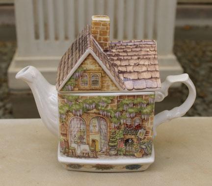 Sadler Wysteria Lodge Teapot