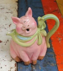 Happy Pig Teapot