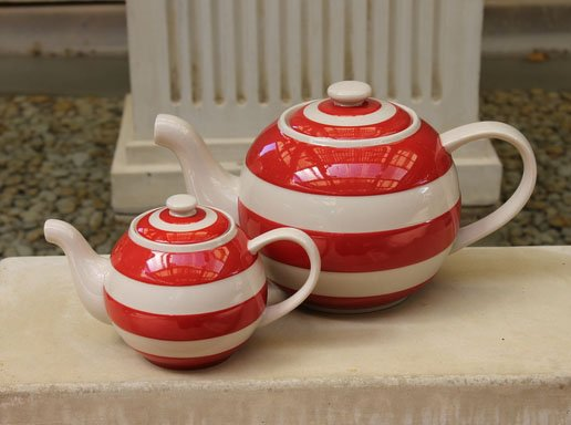 Cornishware Round 'Betty' Teapot - Six Cup Red
