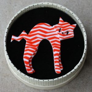 Erstwilder Brooch – Breton Kitty (Red & White)