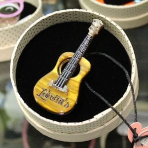 Erstwilder Brooch – Celebrated Six String Guitar