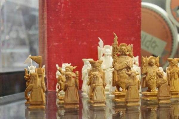 morpeth antique centre hunter valley chess set ivory white stained strategy book 1934 edition