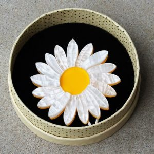 Erstwilder Brooch – She Loves Me (Daisy)