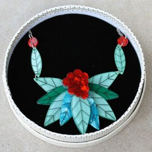morpeth antique centre hunter valley erstwilder brooch earrings necklace cave age collar berries and leaves retro pinup collectable