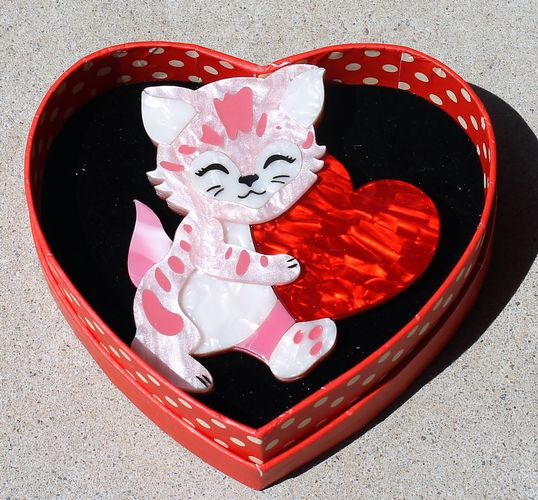 morpeth antique centre hunter valley erstwilder brooch earrings necklace feline the love cat valentines day 14th february love red roses heart gift sweet retro pinup collectable
