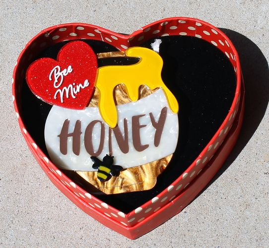 morpeth antique centre hunter valley erstwilder brooch earrings necklace bee mine honey bee pot jar valentines day 14th february love red roses heart gift sweet retro pinup collectable