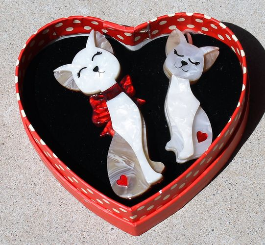 morpeth antique centre hunter valley erstwilder brooch earrings necklace fur ever friends cats siamese valentines day 14th february love red roses heart gift sweet retro pinup collectable