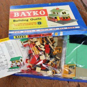 Bayko No.13 Building Outfit