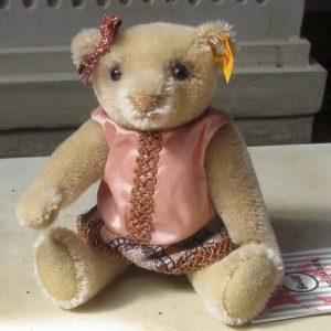 Tess Teddy Bear – Vintage Memories