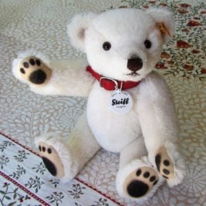 Classic Teddy, white with painted paws, medium