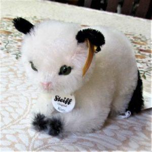 Kitty Cat, lying