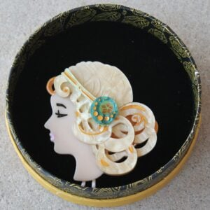Erstwilder Brooch – Mademoiselle Bernhardt (Blonde)