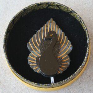 Erstwilder Brooch – Ailes Noires (Black Swan)