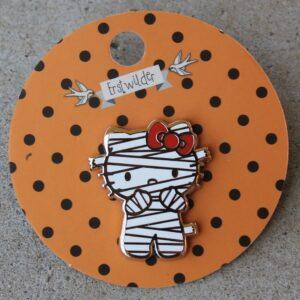 Erstwilder Enamel Pin – Hello Kitty That's a Wrap